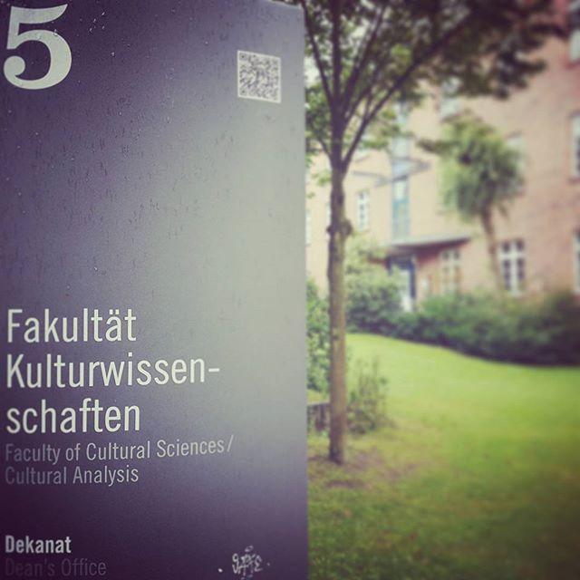 Ceci n'est pas une pipe. Teil 1. #captainobvious #kulturwissenschaften #kaderschmiede für #mytaxi