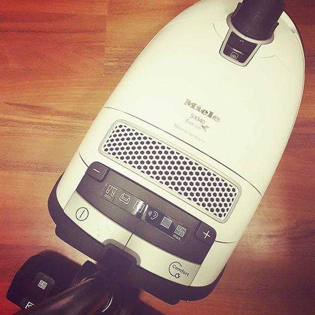 Halte Dein Vakuum sauber. (engl.: Keep your #vacuumcleaner )