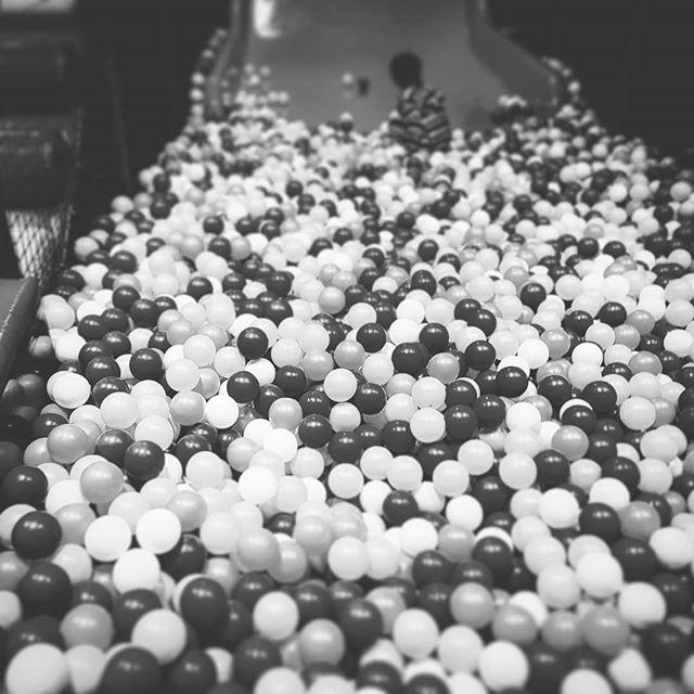 Fun ist ein Bällebad... #kulturindustrie #kängaroom #adorno #kritischetheorie #stahlbad
